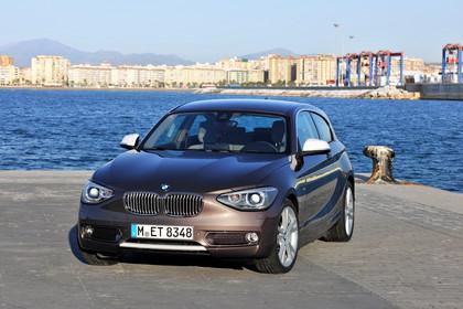 BMW 1er Dreitürer F21 Aussenansicht Front schräg statisch hellbraun