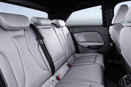 Audi A3 8V Dreitürer Facelift S-line InnenansichtRücksitzbank statisch hellgrau