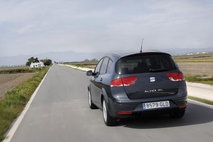 SEAT Altea XL 5P Facelift Aussenansicht Heck schräg dynamisch dunkelblau