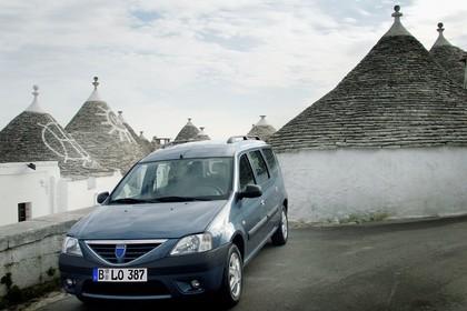 Dacia Logan MCV Aussenansicht Front schräg statisch blau