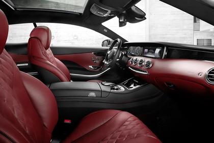 Mercedes-Benz S-Klasse Coupé C217 Innenansicht statisch Vordersitze und Armaturenbrett beifahrerseitig