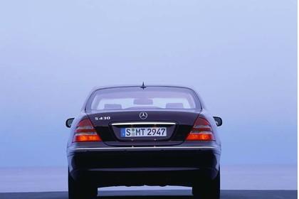 Mercedes S-Klasse W220 Studio Aussenansicht Heck statisch silber