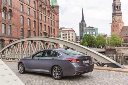 Hyundai Genesis DH Aussenansicht Heck schräg statisch grau
