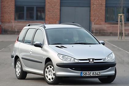 Peugeot 206 SW 2 Aussenansicht Front schräg statisch silber