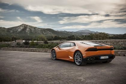 Lamborghini Huracán Aussenansicht Heck schräg statisch orange