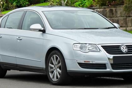 VW Passat Limousine B6 Aussenansicht Front schräg statisch silber