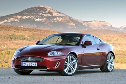 Jaguar XK Coupé X150 Aussenansicht Front schräg statisch rot