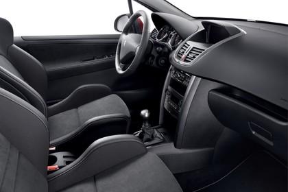 Peugeot 207 Innenansicht statisch Studio Vordersitze und Armaturenbrett beifahrerseitig