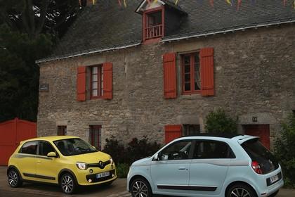 Renault Twingo III Aussenansicht Seite schräg statisch gelb blau