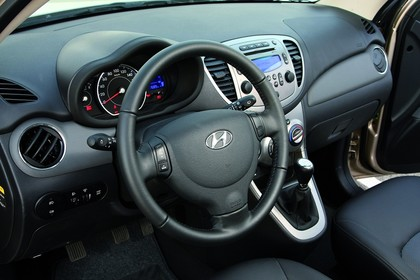 Hyundai i10 Innenansicht Fahrerposition Studio statisch grau