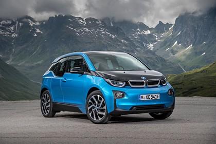 BMW i3 Aussenansicht Front schräg statisch blau