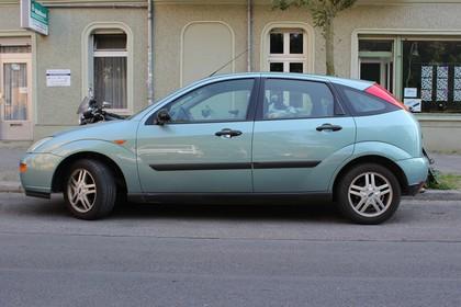 Ford Focus Mk1 Aussenansicht Seite statisch blau