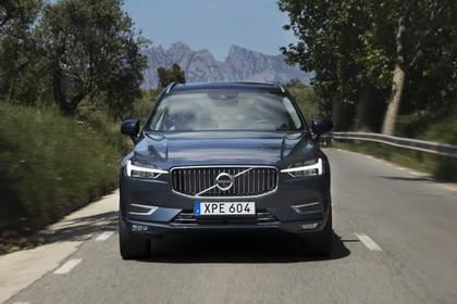 Volvo XC60 U Aussenansicht Front dynamisch dunkelblau