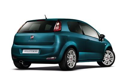 Fiat Punto Evo 199 Aussenansicht Heck schräg statisch Studio blau