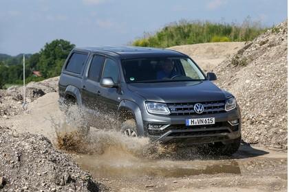 VW Amarok Aussenansicht Front schräg dynamisch grau