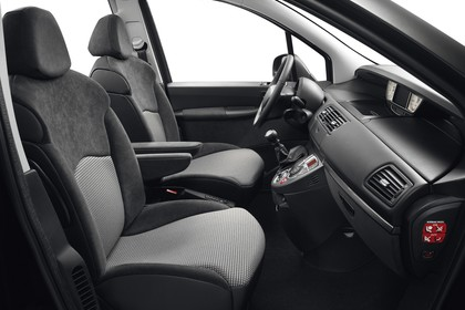 Peugeot 807 E Innenansicht statisch Studio Vordersitze und Armaturenbrett beifahrerseitig