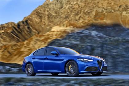 Alfa Romeo Giulia ZAR 952 Aussenansicht Seite schräg dynamisch blau