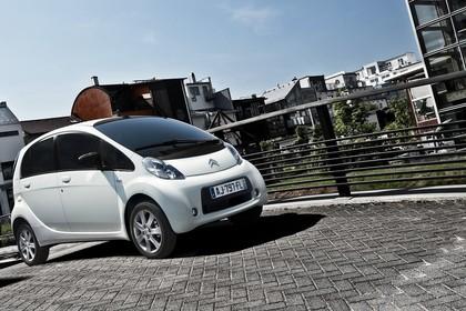 Citroën C-Zero Aussenansicht Seite schräg statisch weiss