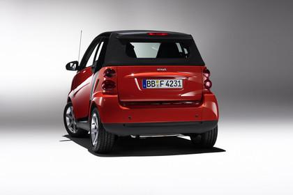 Smart Fortwo Cabrio A451 Studio Aussenansicht Heck statisch rot