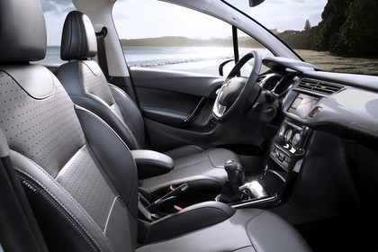 Citroën C3 S Innenansicht statisch Vordersitze und Armaturenbrett beifahrerseitig