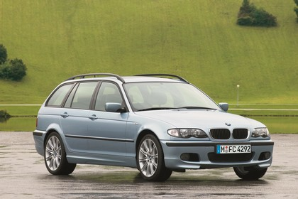 BMW 3er Touring E46 LCI Aussenansicht Front schräg statisch blau