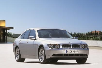 BMW 7er Limousine E65 Aussenansicht front schräg statisch grau