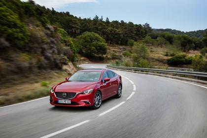 Mazda 6 Limousine GJ Aussenansicht Front schräg dynamisch rot
