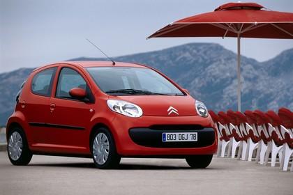 Citroën C1 Fünftürer P Aussenansicht Front schräg statisch rot