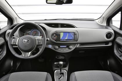 Toyota Yaris (XP13) Innenansicht Armaturenbrett statisch