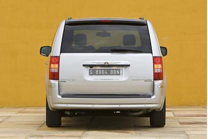 Chrysler Voyager RT Aussenansicht Heck statisch silber
