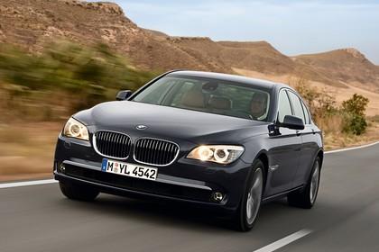 BMW 7er Limousine F01 Aussenansicht Front schräg dynamisch schwarz