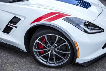 Chevrolet Corvette Grand Sport Cabrio Aussenansicht Seite schräg statisch Detail Kotflügel vorne rechts weiss