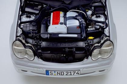 C-Klasse Limousine (W203) Aussenansicht Studio Detail Motor statisch silber