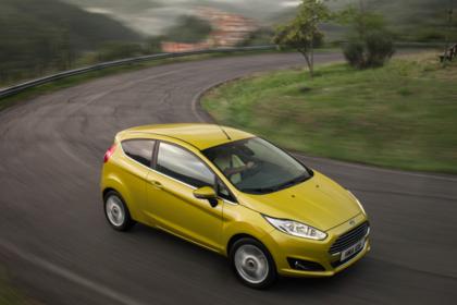 Ford Fiesta JA8 Dreitürer Ausenansicht Front schräg hoch dynamisch gold