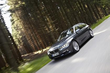 BMW 3er Touring F31 Aussenansicht Front schräg dynamisch grau