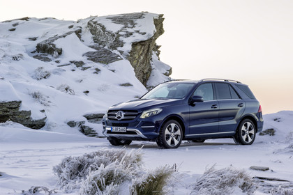 Mercedes-Benz GLE W166 Aussenansicht Front schräg statisch blau