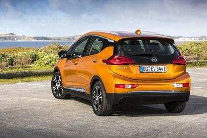 Opel Ampera-e Aussenansicht Heck schräg statisch gold