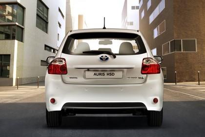 Toyota Auris Hybrid E15 Aussenansicht Heck statisch weiss