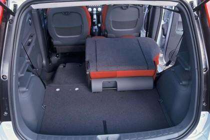 Mitsubishi Colt Fünftürer Z30 Innenansicht Kofferraum statisch schwarz