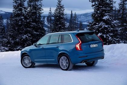 Volvo XC90 L Aussenansicht Seite schräg dynamisch blau