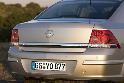 Opel Astra H Limousine Facelift Aussenansicht Heck Detail statisch silber
