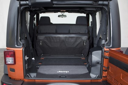 Jeep Wrangler JK Innenansicht Kofferaum Rücksitzbank umgeklappt