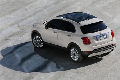 Fiat 500X Aussenansicht Heck schräg statisch beige