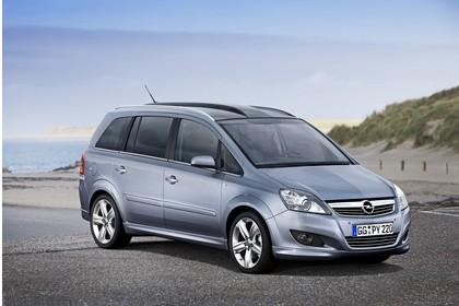 Opel Zafira B Aussenansicht Front schräg statisch silber