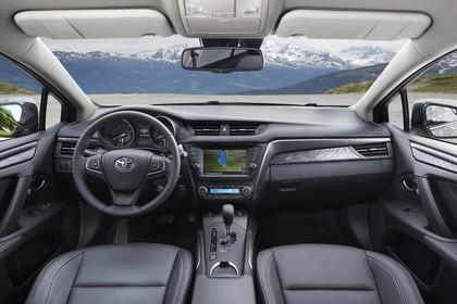 Toyota Avensis Limousine T27 Innenansicht statisch Vordersitze und Armaturenbrett