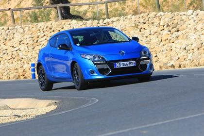 Renault Mégane Coupé Z Aussenansicht Front schräg dynamisch blau