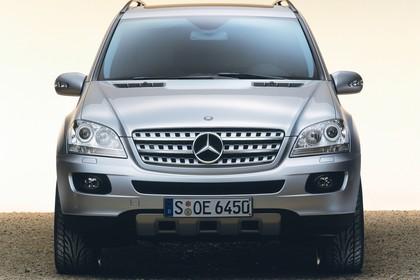 Mercedes M-Klasse W164 Studio Aussenansicht Front statisch silber