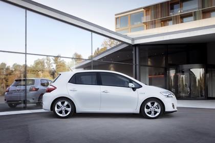 Toyota Auris Hybrid E15 Aussenansicht Seite statisch weiss