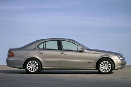 E-Klasse Limousine W211 Aussenansicht Seite schräg statisch silber