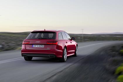 Audi A6 C7 Avant AussenansichtHeck schräg dynamisch rot